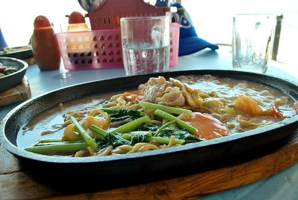 Mee-Sizzling-chicken-Malaysia
