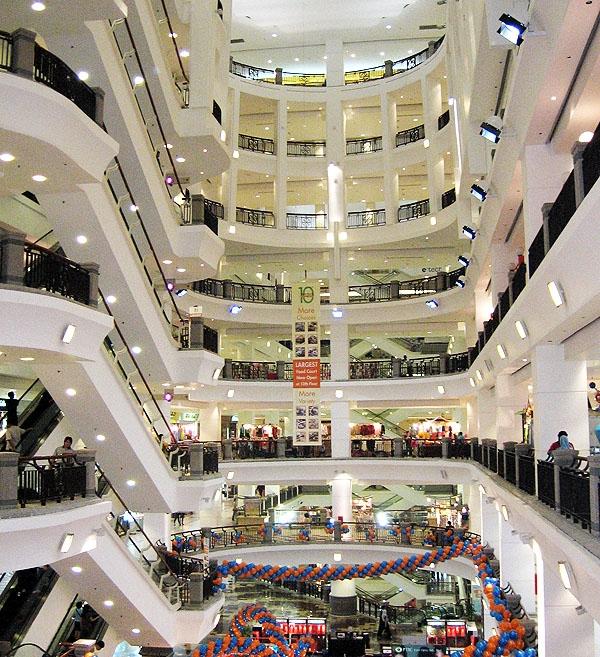المجمع التجاري تايمز سكوير في كوالا لمبور. صورة: شين دالاس.
